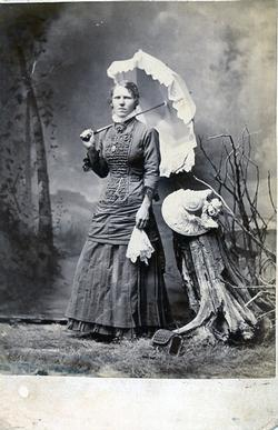 Castor Photography Collingwood - Women with an umbrella - part A
